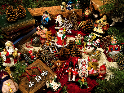 CHRISTMAS ORNAMENTS 275pcs